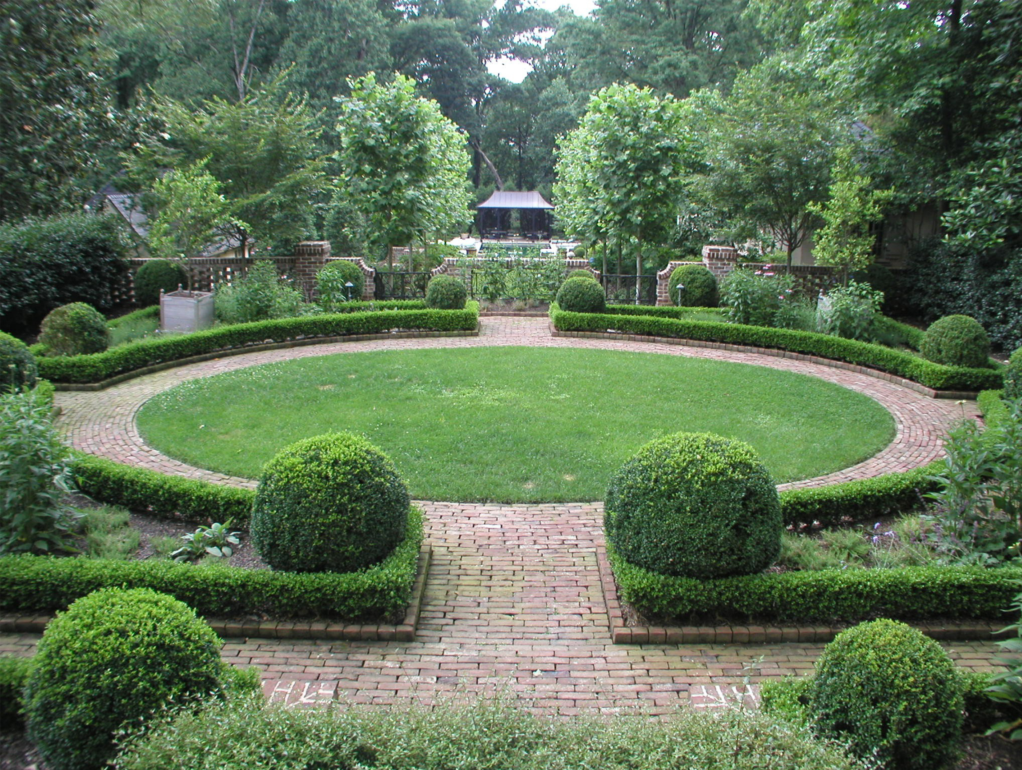 4 tips for great landscape designs in los angeles home for Formal garden design